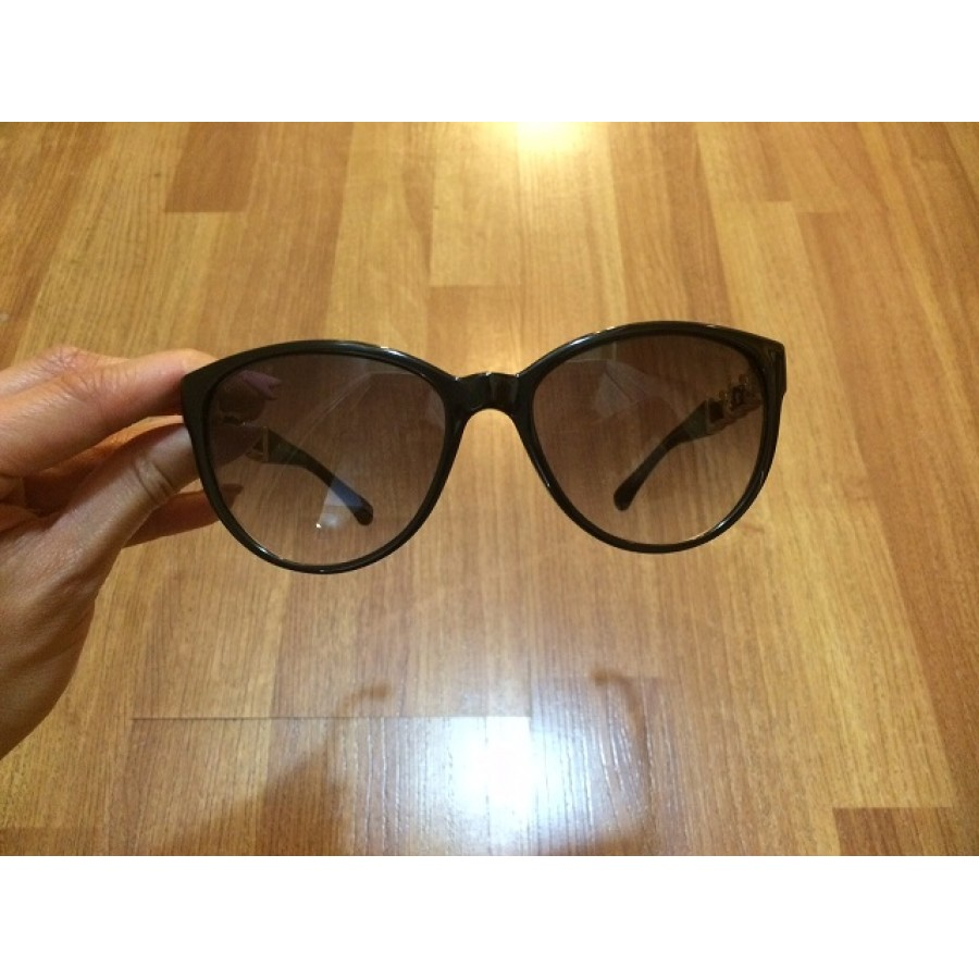 a45929ea580e0 Chanel Plastic Gold Chain Cat Eye Sunglasses Shades 5215 Lust4Labels  1-900x900