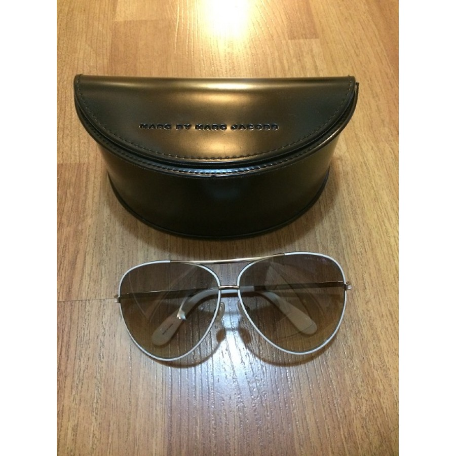 b5c50793c4d0 Marc by Marc Jacobs White Outline Aviator Sunglasses Lust4Labels 3-900x900