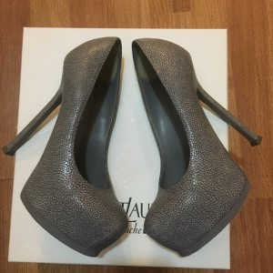 a0ebebd9818f3 YSL Yves Saint Laurent Tribtoo Tribute 105 Razza Print Grey Leather Pumps  SZ 35 5 Lust4Labels