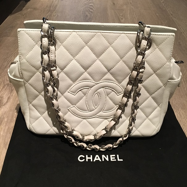 39c3f0d3e9b2 $2800 Chanel Classic CC Logo White Caviar Quilted Leather Petite ...