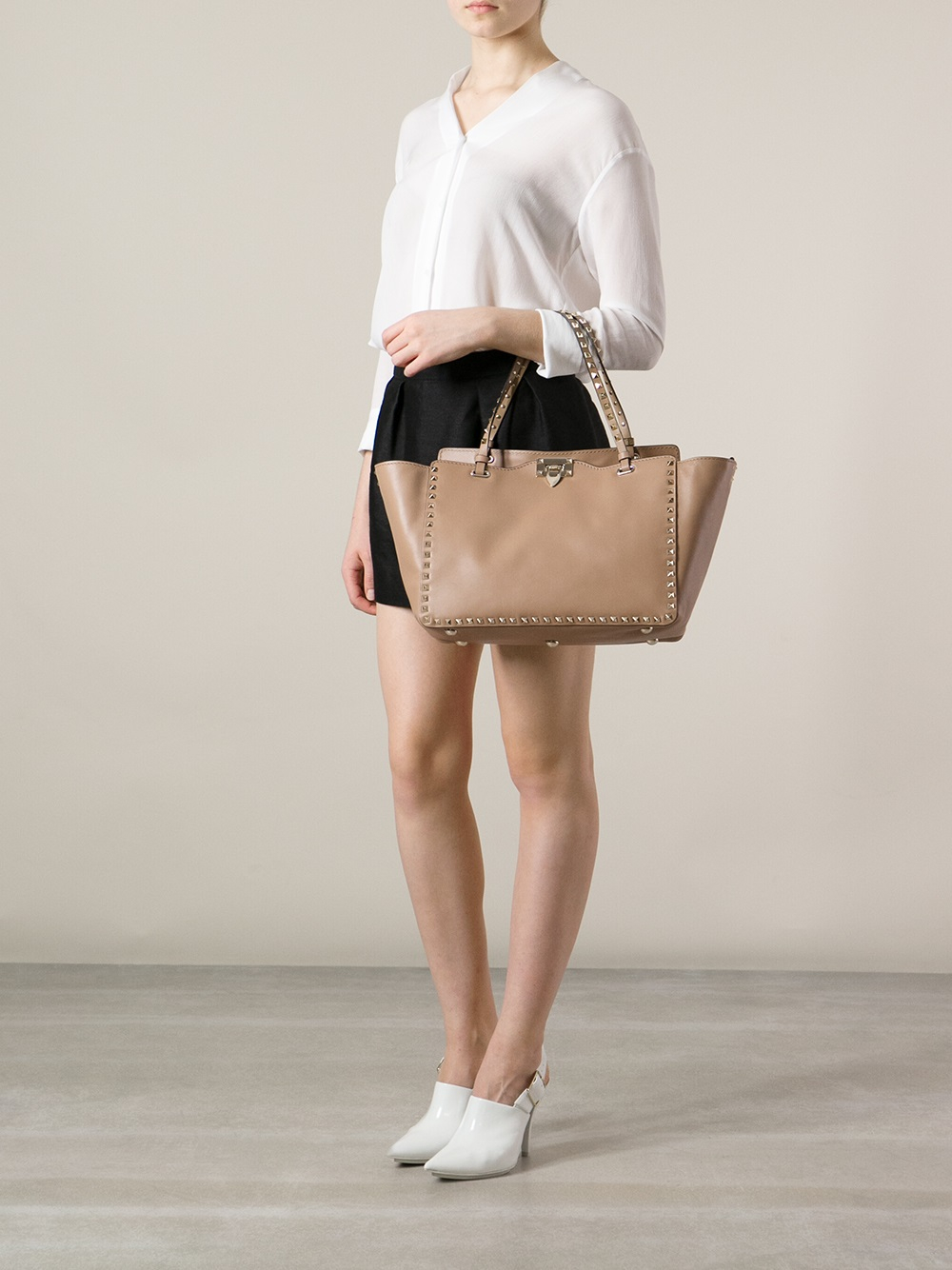 a59f8829a5 $2800 Valentino Nude Beige Leather Rockstud Trapeze Large Tote Bag ...