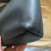 Louis Vuitton Mens Black Taiga Leather Grigori MM Messenger Bag Lust4Labels 13